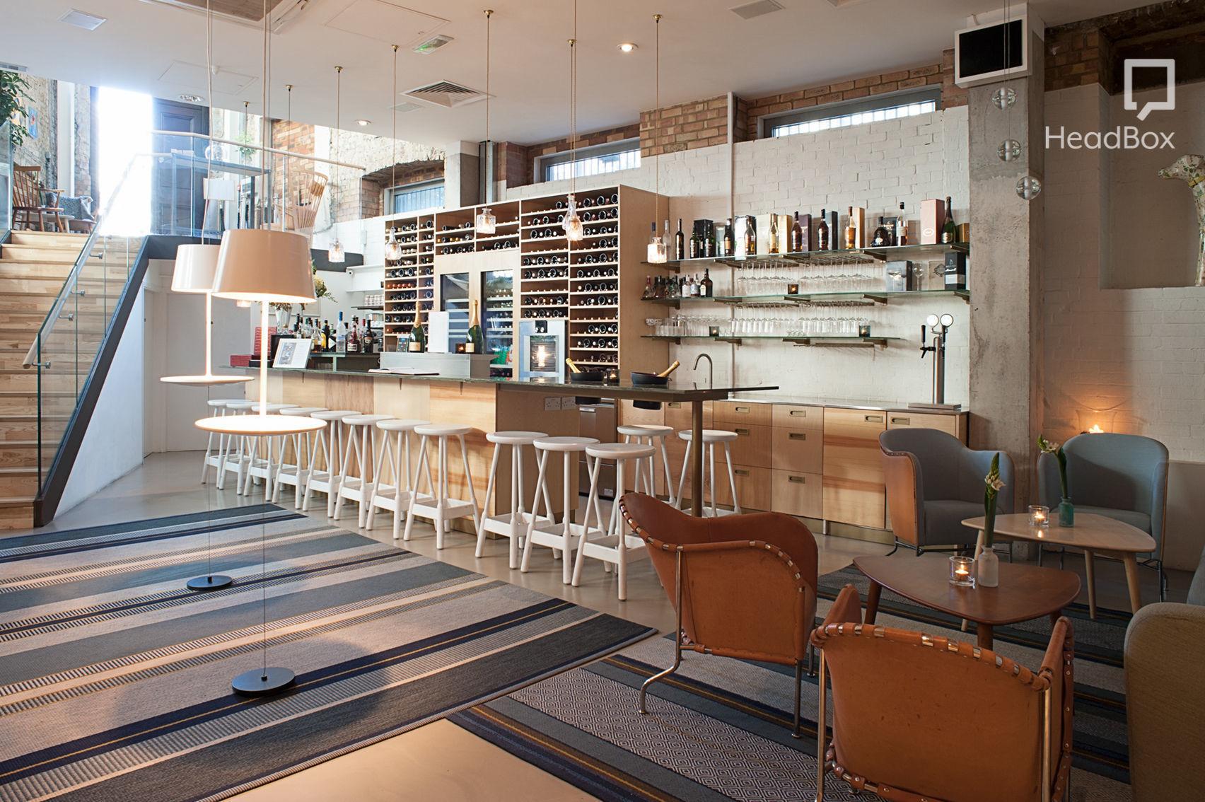Lounge, Aveqia
