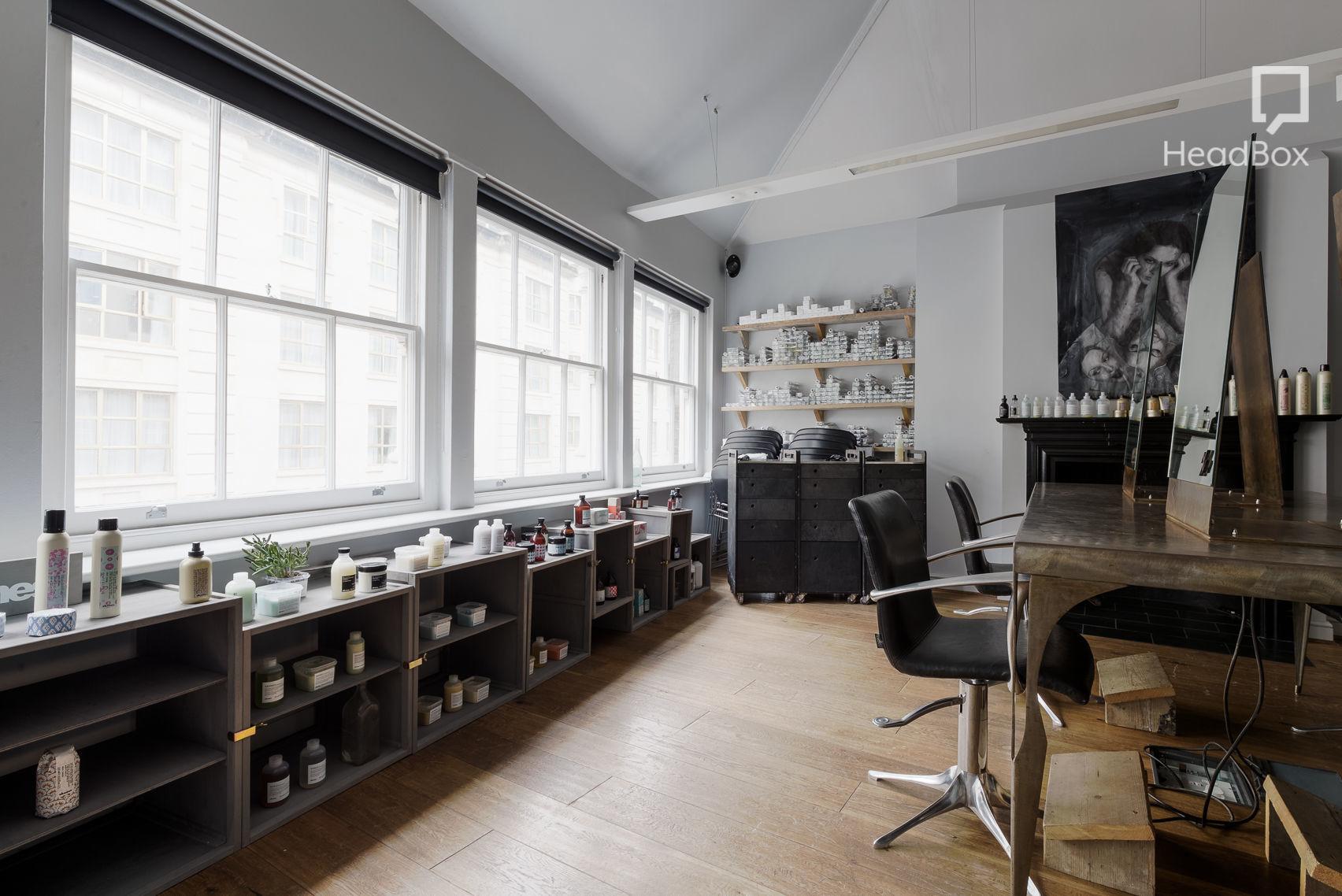 Loft Space, Ena Salon