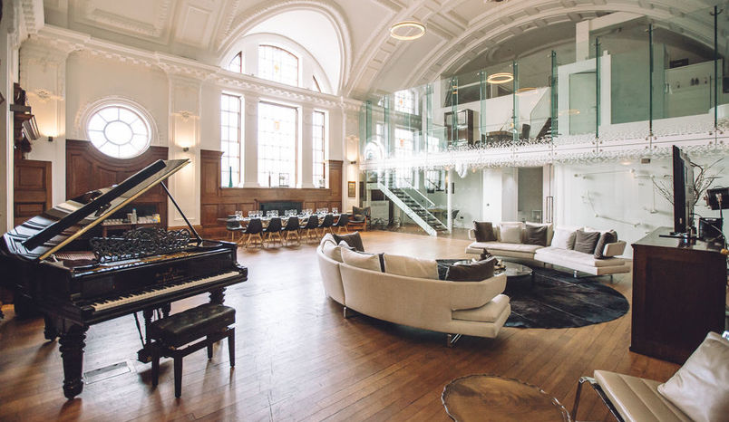 De Montfort Suite, Town Hall Hotel