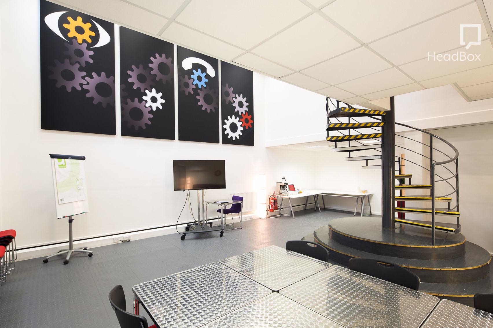 Pioneer Suite, Aspect Premier Viewing Facilities