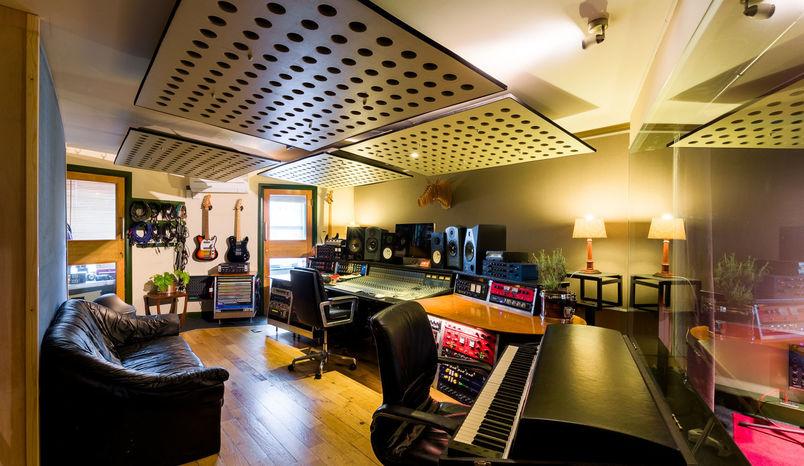 Recording Studio Day, Premises Studios