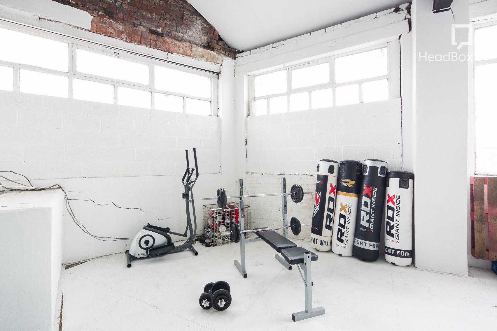 Studio 2 + Gym / Bed / Catwalk Shoot Area, Studio 303