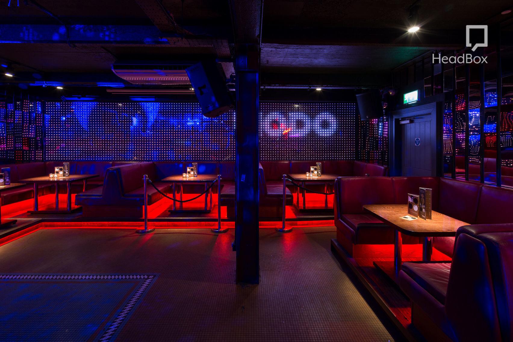Club Room, Modo