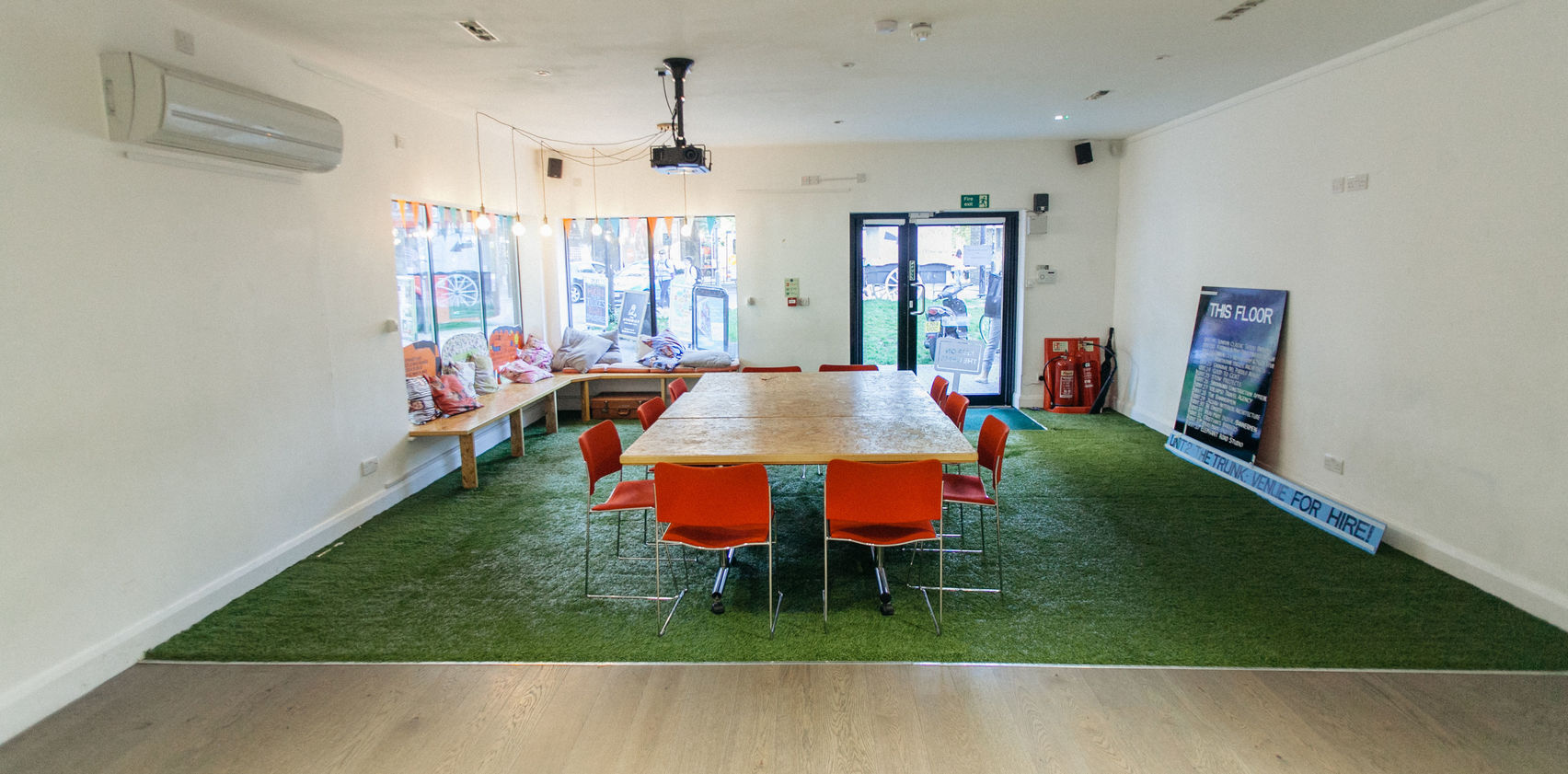 Sunny meeting room 2 mins from Elephant & Castle S, The Trunk, The Artworks