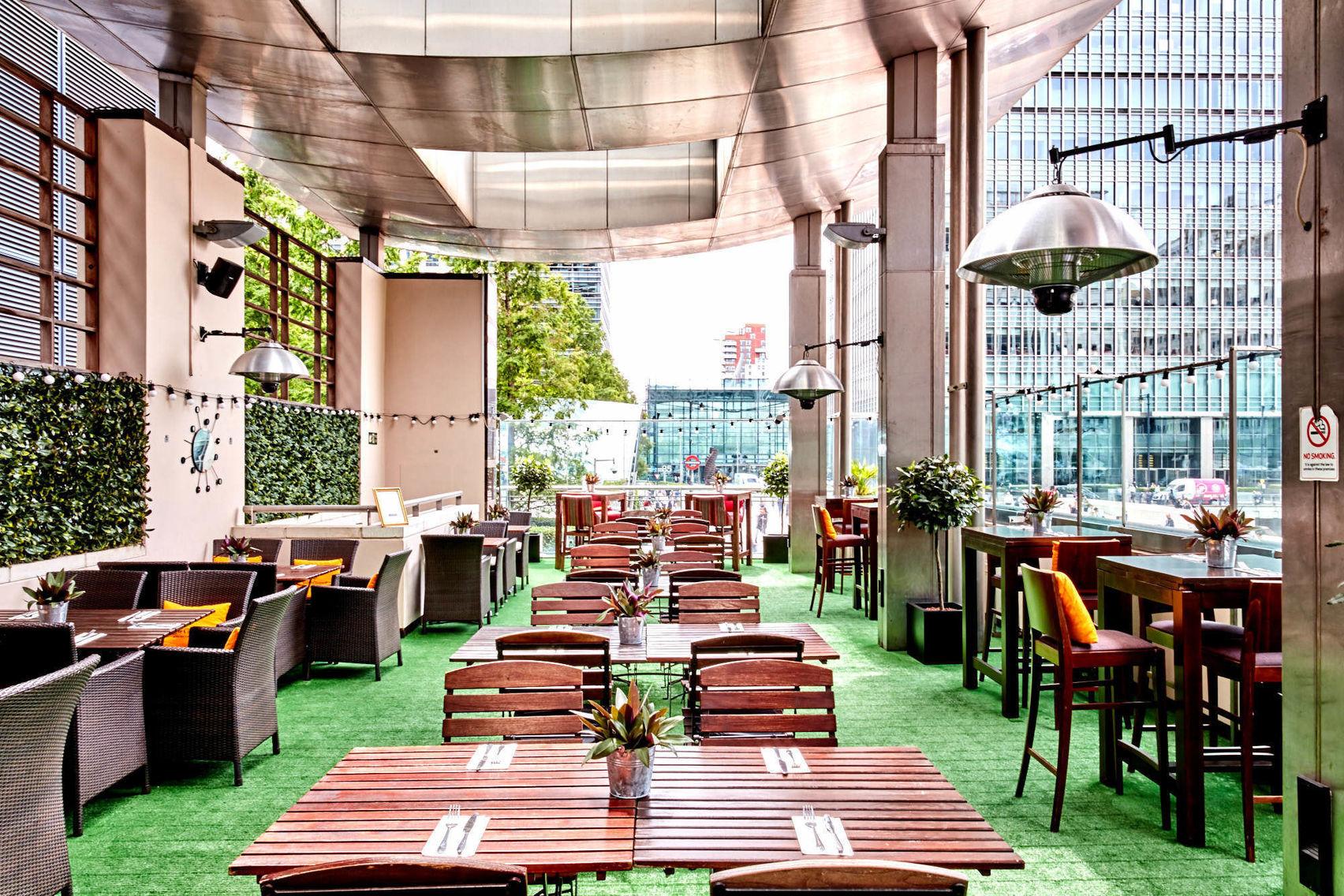 Terrace , Smollensky's Restaurant, Canary Wharf