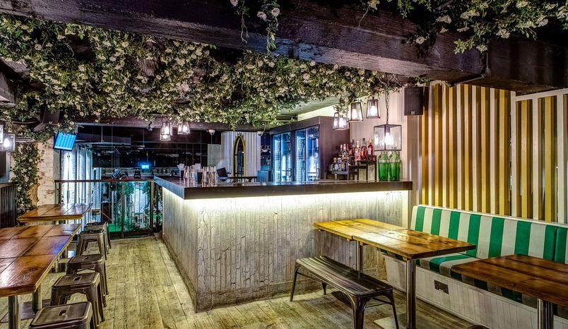 Gin Terrace, Swingers