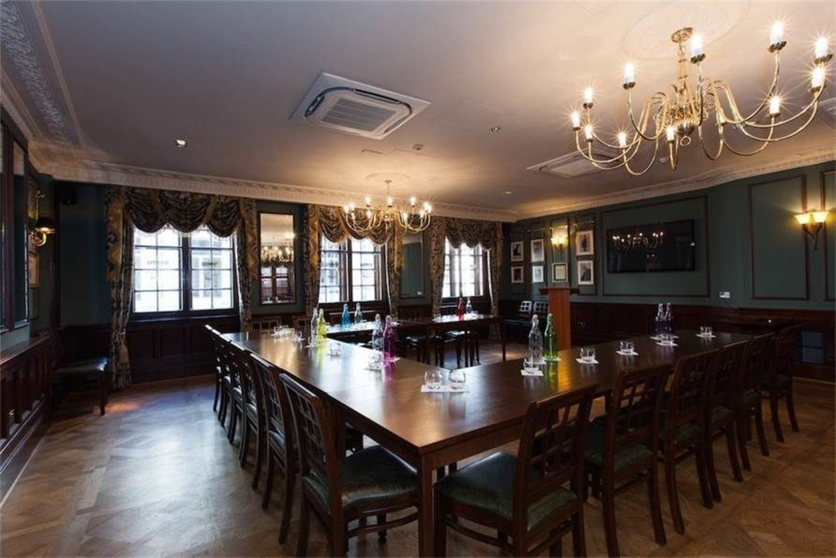 Griffin Room, The Counting House