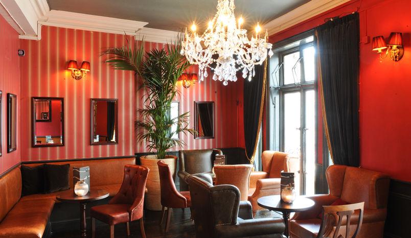 Parlour Room, Jewel