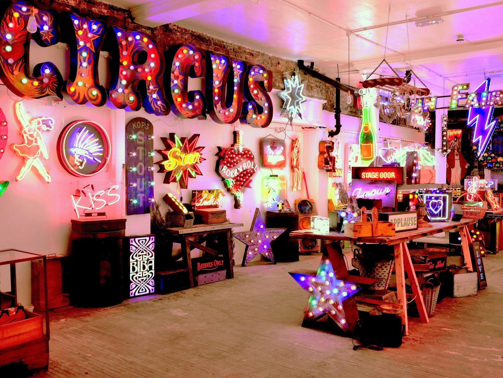 Full Venue, Lights of  Soho