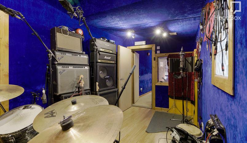 Blue Room, MI7 Studios